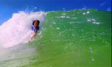 Jhones Duarte em ação nas ondas capixabas.