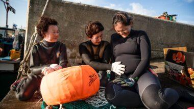 Mergulhadoras coreanas em Lessons from Jeju