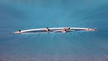 Canoa polinésia quase naufraga